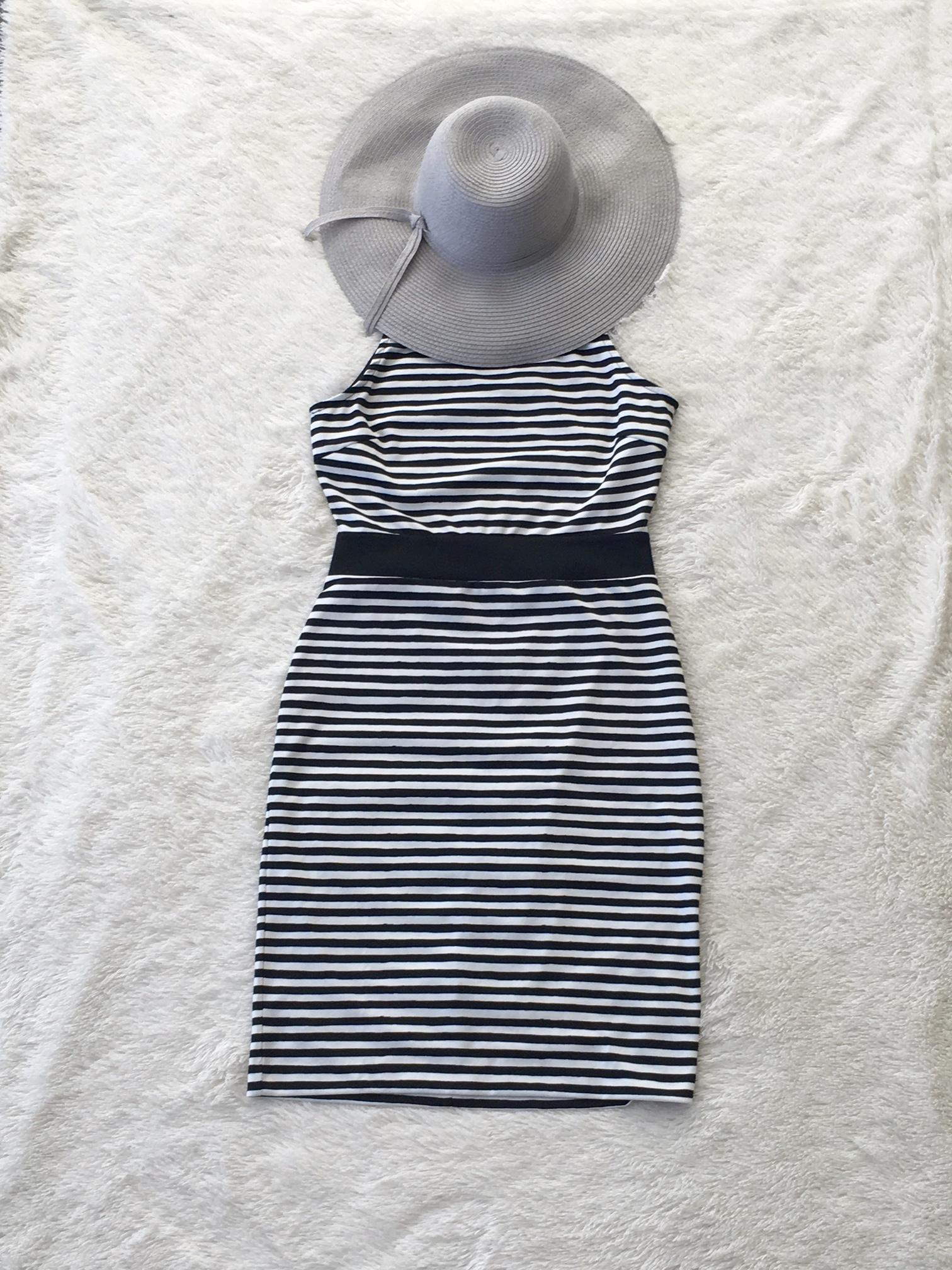 Striped dress and sunhat